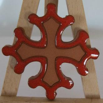 Magnet Croix Occitane diamètre 5 cm émaillé rouge à l'extérieur