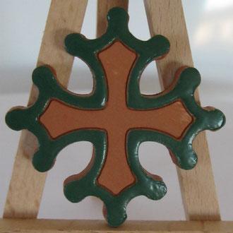 Magnet Croix occitane diamètre 5 cm émaillé vert à l'extérieur