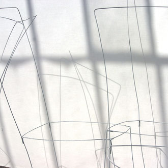 """""""mobilier fantôme"""" / dans la serre / Château Kirwan / 2011"""