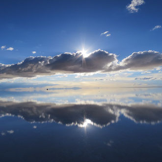 ①ウユニ塩湖、マチュピチュ、ナスカの地上絵