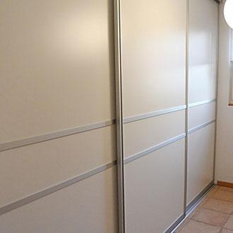 Gleitschiebetürenschrank für mehr Stauraum im Garderobenzimmer