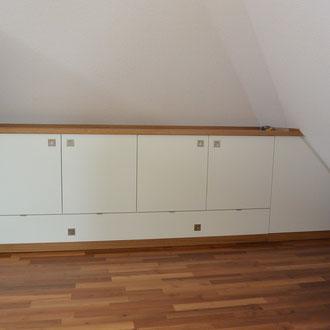 Dachschräge Einbauschrank - Dachnischenschrank weiß und Eiche furniert