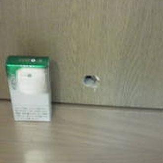室内ドアの穴「補修前」