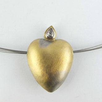 Herz aus Palladium mit Feingold und Diamantrose
