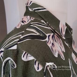 Jerseybluse, Magnolien, der Kragen ist angeheftete damit er in jeder Lebenslage aufrecht steht, 139,-€