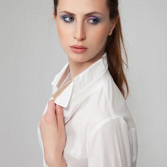 Malaga, Basicbluse mit extravagantem Kragen, die Kragenfarbe suchst Du Dir aus! 139,-€