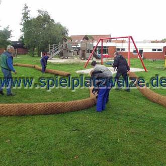 Einbau von Spielplatzwalzen