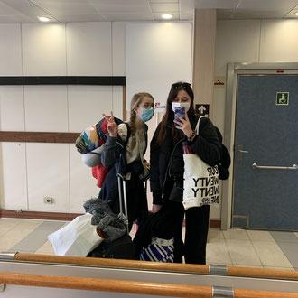Isabell und Julia auf der Fähre nach Schweden