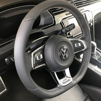 Volant Volkswagen Passat R cuir nappa lisse noir, point losange, fil gris
