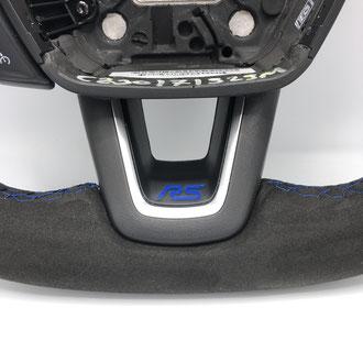 Volant Ford Focus RS Alcantara noir, bande de cuir bleu, point losange, fil bleu, épaississement de la jante en IV3 Aéro