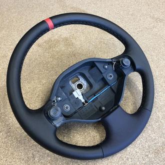 Volant Renault Clio 2 RS cuir anthracite, cuir bleu, bande de nappa lisse rouge, point losange, fil gris