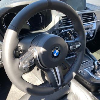 Volant BMW M2 cuir nappa lisse noir, point M, bande de rappel Alcantara noir