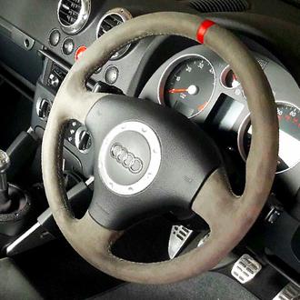 Volant Audi TT MK1 phase 2 Alcantara gris, bande cuir nappa rouge, coutures grises, points de croix