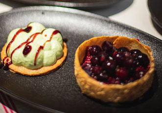 Pannacotta pistache, fruits rouges crème de vinaigre au jus de cranberries