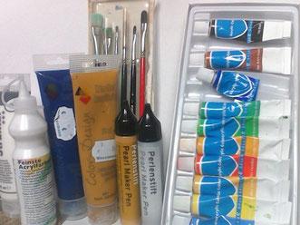 Zubehör zum Bildmalen: Pinsel, Acrylfarben