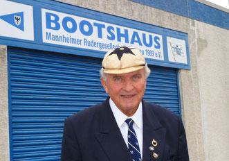 80. Geburtstag von Ehrenvorsitzendem Philipp Genazino