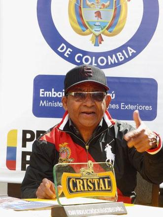 Armando Hernández en la embajada de Colombia en Perú