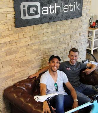 Hanno Rieping vom Team Strassacker und Tobias Ohlenschläger von iQ athletik beim Bikefitting