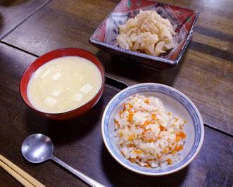 キャロットライスと豆腐入りコーンスープ