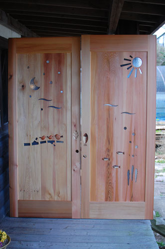 木製引き戸 木製玄関ドア 室内ドア 個性的 海 鳥 太陽