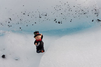Unser kleiner Glücksbringer (hier am Matanuska Gletscher)