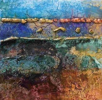Een craquelé schilderijtje met blauwe stroken, gouden ribbels en vlakken en onderin een bruin groene band.
