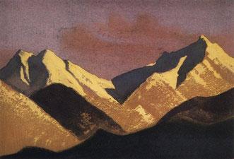 Горы освещенные закатным солнцем.