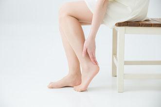 足のむくみ、下肢静脈瘤、むずむず脚症候群、外反母趾などの足のお悩みに鍼灸を
