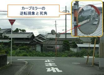 ≫車は手前にいるように見えています。  ≫人の姿はありません。