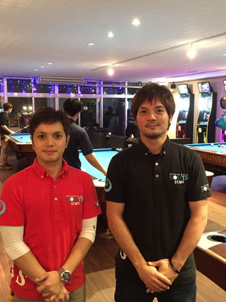 オーナーの浜田さん(右)。左はスタッフの玉城さん