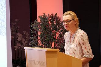 Schauspielerin Anna Windmiller (Weimar) mit Rezitationen zum Lebensabschluss