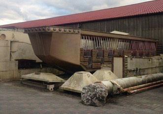 De 'Traumboot/ Flying Cloud' in opslag op het Attractiepark Slagharen (14-08-2016)