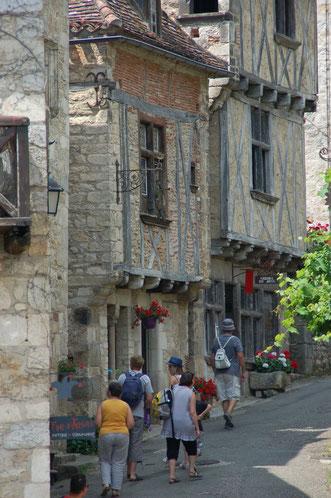 Prachtig gerestaureerde middeleeuwse huizen, met daarin vaak boutiques en ateliers (foto: St. Cirque-la -Popie)