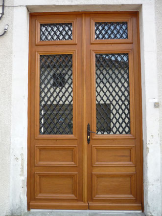 Porte d'entrée double en bois fabriquée par la menuiserie Lethu 79 et 86