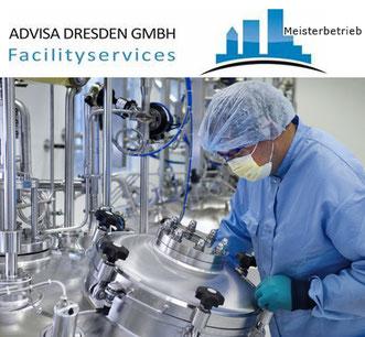 Reinst-Raumreinigung Dresden mit Reinigungskraft bei der Reinigung Dresden. Logo von ADVISA-Service Reinigungsfirma Dresden GmbH