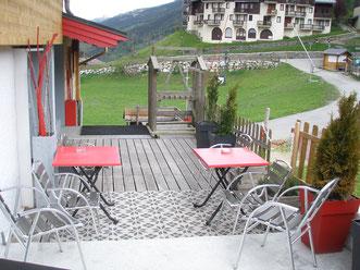 Terrasse de 60 m² - Barbecue au gaz - mobilier extérieur - transats