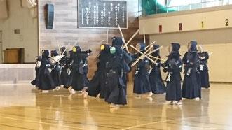 小学生の剣道稽古