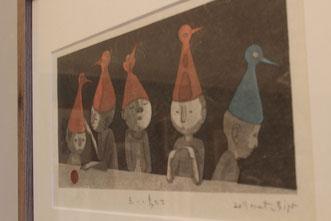 暖炉の上の作品 「赤い鳥たち」