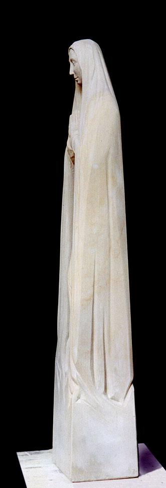 schlanke #Marienfigur aus Sandstein#Sandsteinskulptur#gotische schlanke Marienfigur
