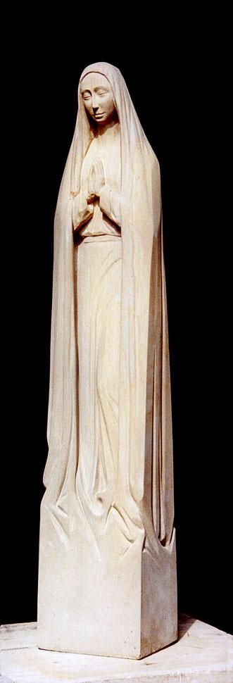 schlanke anmutige Steinfigur#Stehende Marienfigur#betende Maria #stehende betende Maria#schlanke Marienfigur aus der Gotik