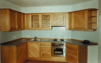 Klassische Massivholzküche aus Esche,  © Ladenbau Berschneider, Deining