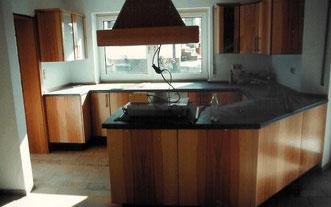 Küchen mit ungewöhnlicher Form, © Ladenbau Berschneider, Deining