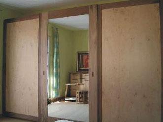 Schlafzimmer in Eisbirke und Nußbaum, © Ladenbau Berschneider, Deining