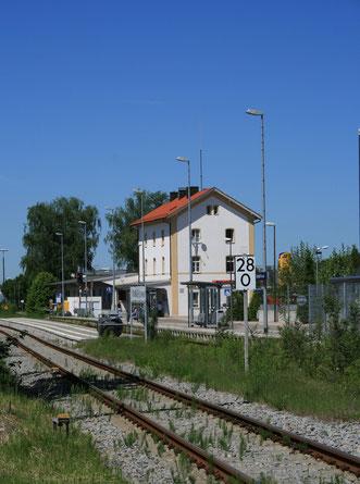 Hier kommt man  in Krumbach an, wenn man per Bahn reist