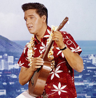 """Publicity-Foto zu """"Blue Hawaii"""". Das Hemd trägt Elvis in dem Film gar nicht. Dies wurde nur für die Fotosessions verwendet."""