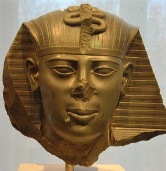 Par contre, si la 37e année de Nébucadnetsar (605-562) est 568/567 comme le montrent de très nombreuses preuves, cette date est alors en parfait accord avec le règne d'Amasis (570-526).