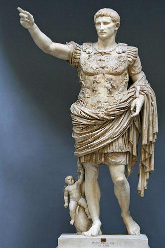 Pour renforcer l'unité entre les différentes parties de l'empire Auguste institue le culte impérial qui unifie tous les peuples de l'empire dans une même loyauté à l'empereur et à Rome ce qui sera à l'origine des grandes persécutions contre les chrétiens.