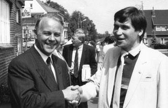 Niedersachsens Ministerpäsident Dr. Ernst Albrecht (links) und Manfred Wile bei einem Informationsgespräch