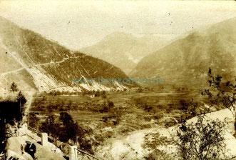 Deutsche Truppen marschieren in den Brückenkopf nach dem erfolgreichen Durchbruch bei Tolmein. Sammlung www.Isonzofront.de