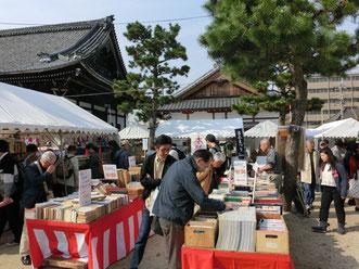昨年開催された古本祭りの様子